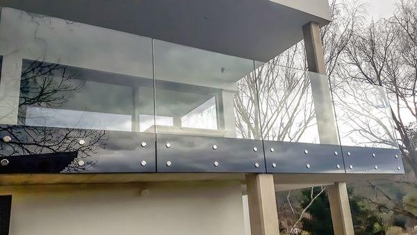 Erstklassige Alu-, Pulverbeschichtete, Edelstahl-, Glas- Geländer und Vordächer von die Besten Subunternehmen Subfirma