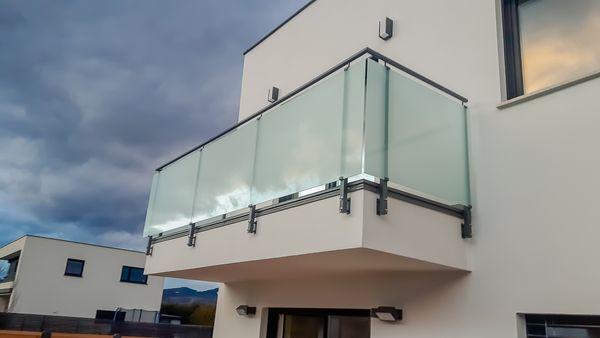 Subteams mit balkongeländer produktion, glas geländer, balkone produziert von die besten subteams subunternehmen subfirma